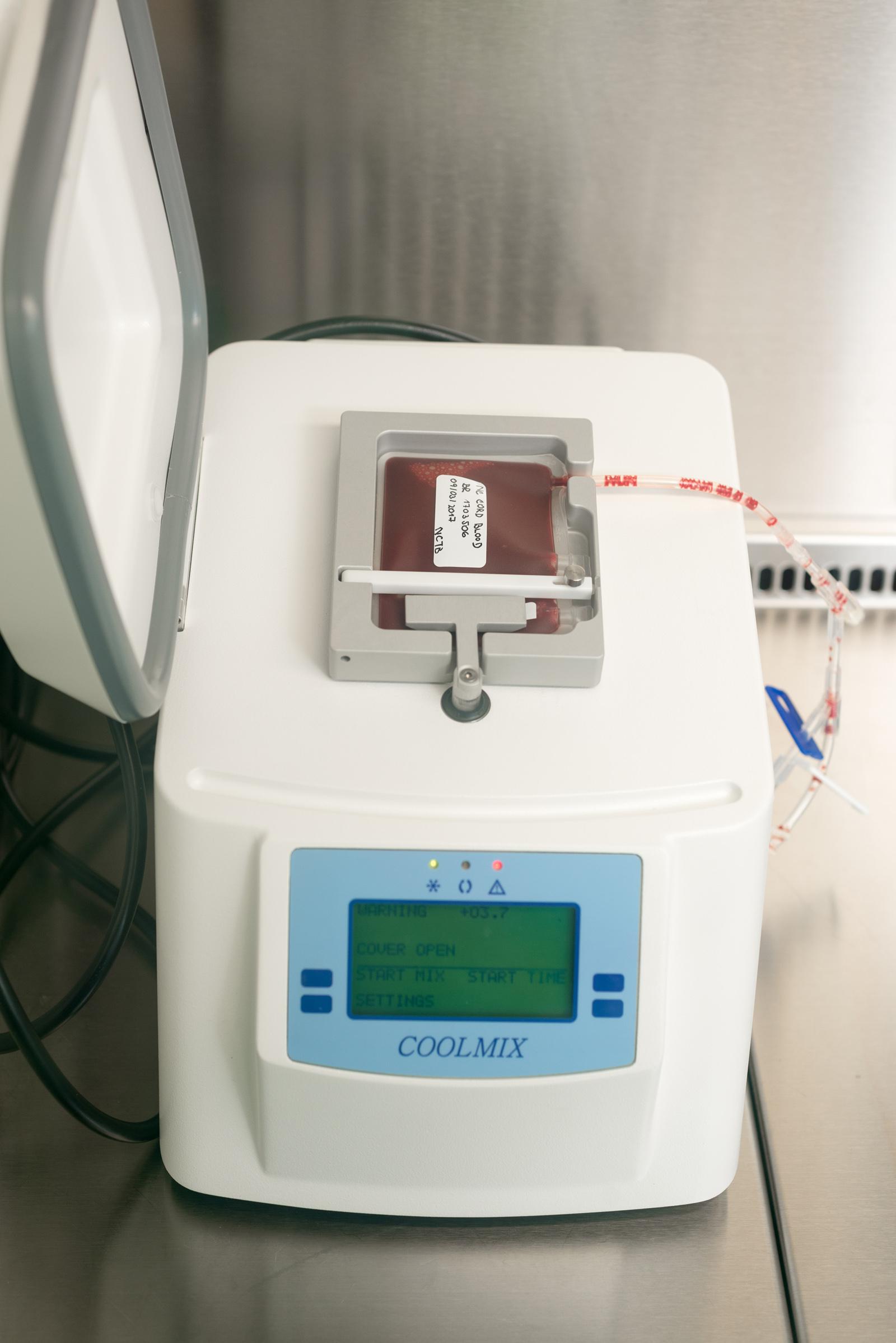 chladící zařízení Coolmix - davkovani kryoprotektivni latky tesne pred zamrazenim