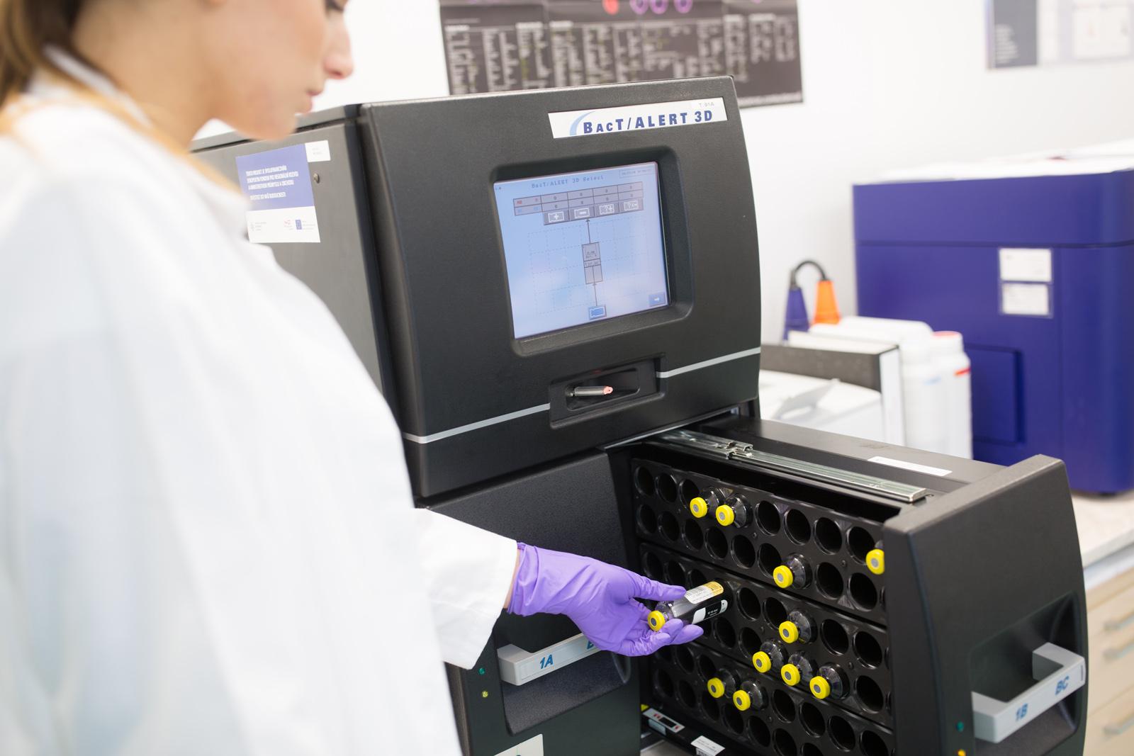 kontrola mikrobialni kontaminace na prostroji Bact Alert